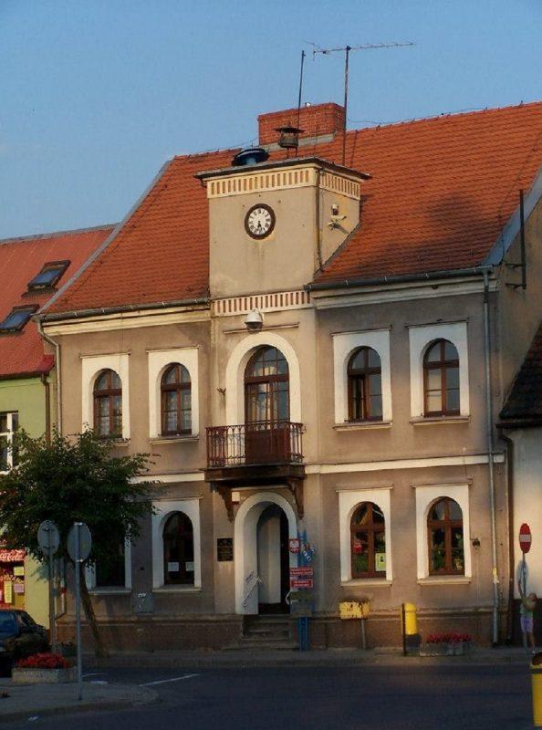 Ratusz przy placu Powstańców Wielkopolskich