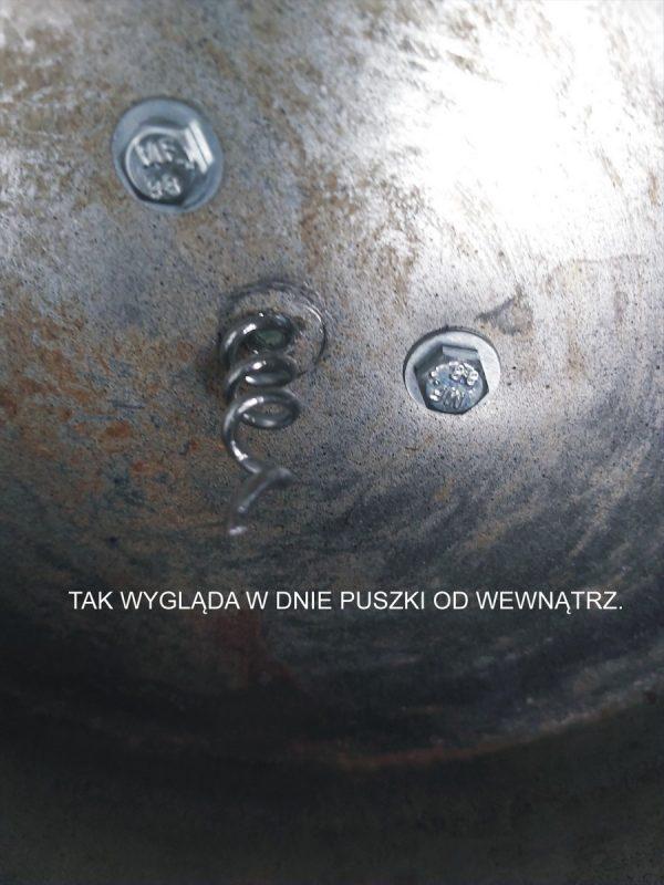 Śrubki przykręcone do dna puszki i końcówka sprężyny