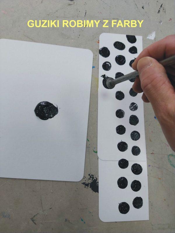 Dłoń maluje kropki