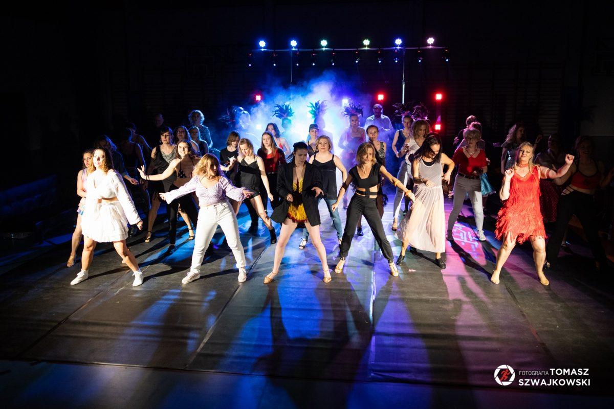 Grupa tancerzy