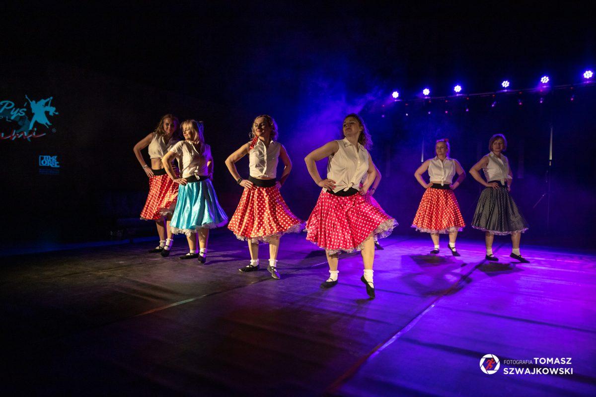 Tancerki w spódnicach